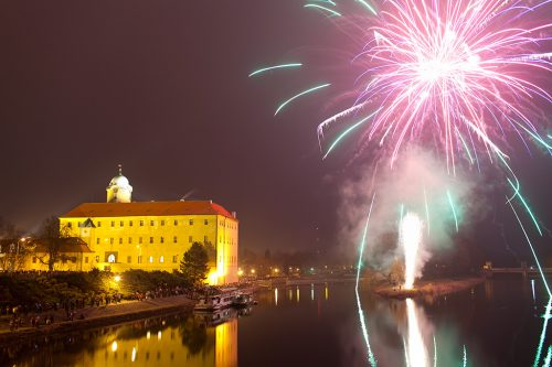 Новогодний фейерверк 2016 в Подебрадах / Nororoční ohňostroj 2016 v Poděbradech