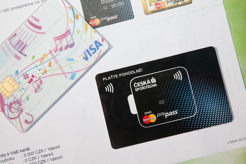 Кредит пенсионеру без активации сервиса на карту в банке