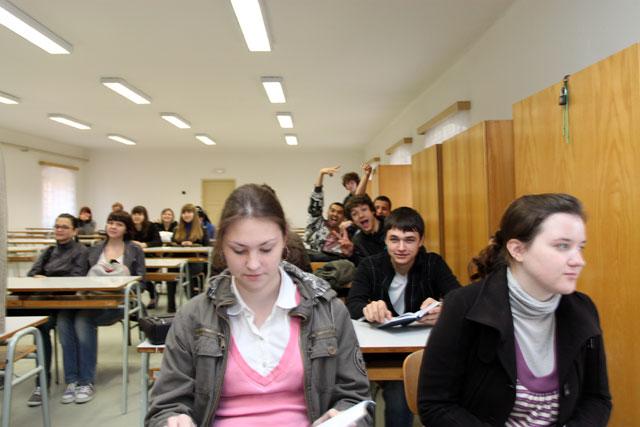 Студенты в общежитии развлекаются — pic 3