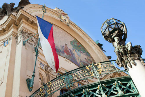 Чешский флаг на Общественном доме в Праге / Česká vlajka na Obecním domě v Praze
