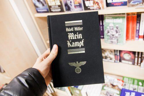 Mein kampf (Майн кампф) в книжном магазине в Праге, Чехия